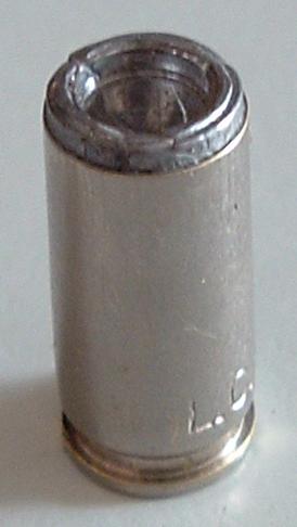 Cartuccia 9x21 con proiettile WCHB caricato al contrario (vietata)
